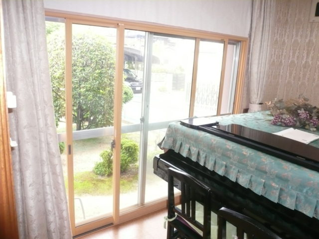 リビングと同じインプラスを採用し、断熱・遮音効果が高まったピアノ室。