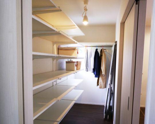お洋服も食器も生活用品も収納できる約3帖の収納が完成