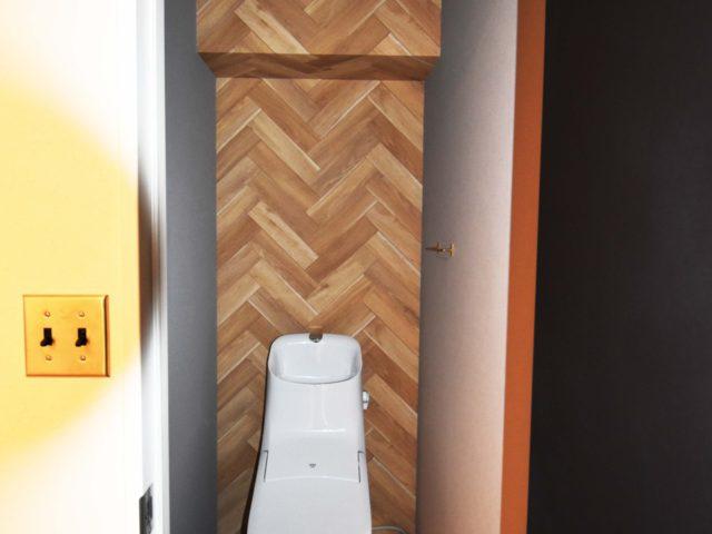 壁紙を変えて雰囲気の違うトイレに。