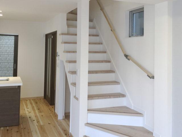 オープンな階段室