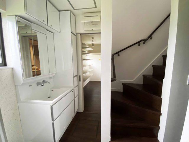 ゆとりのある空間へと脱衣所兼洗面所に間取り変更